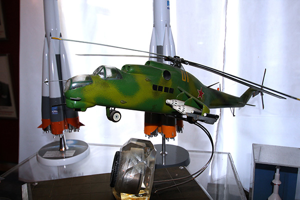 модель вертолета в мезее СВВАУЛ