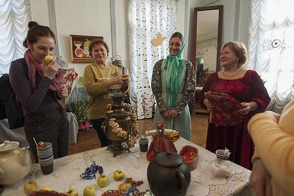 Чаепитие в зале дома купца Чернухина, Сызрань
